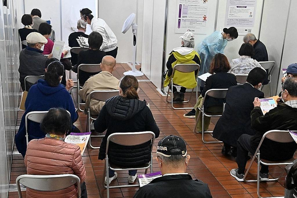 Vaksinasi di Jepun bermula; 4 bulan selepas inokulasi mula di Amerika, UK