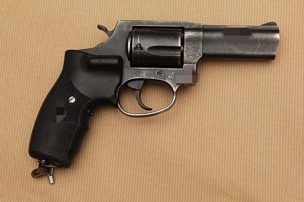 Pegawai Aetos didakwa rompak $24K dengan pistol