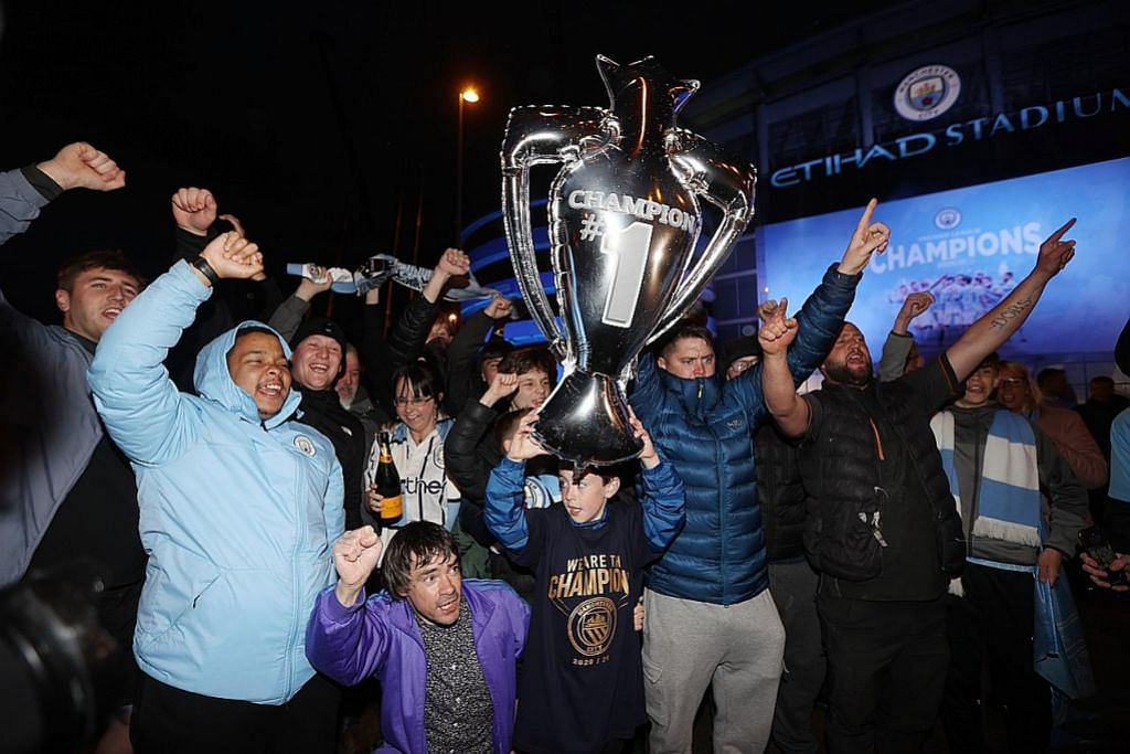 Man City juara England