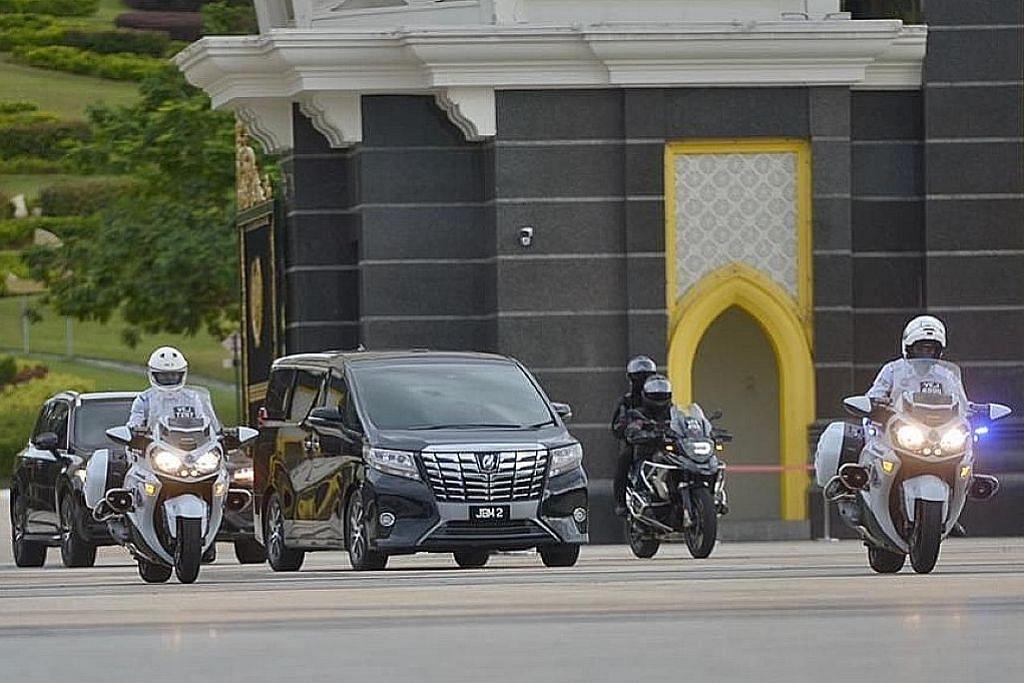 Barisan pemimpin parti utama M'sia mengadap Agong