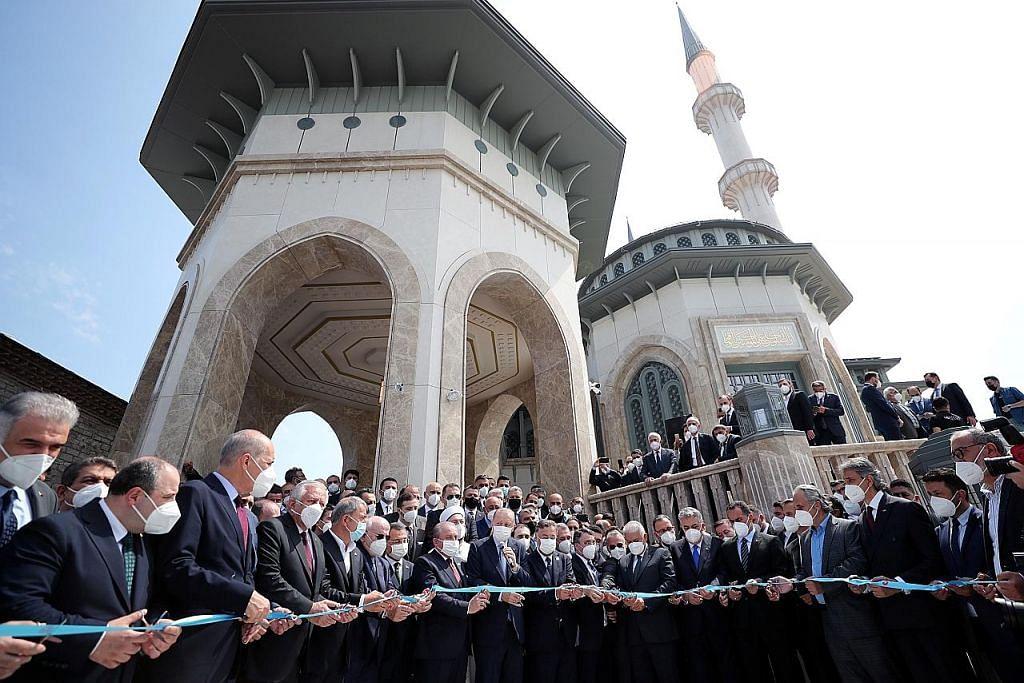 Erdogan rasmi masjid baru di Istanbul
