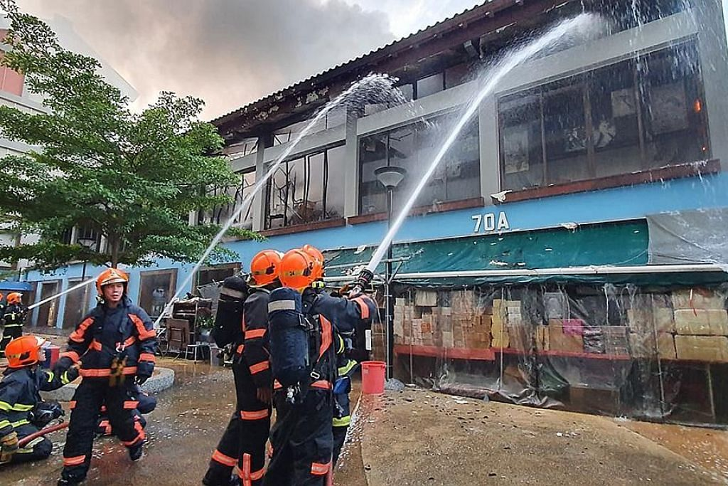 Studio tari di tingkat dua Geylang Bahru dijilat api