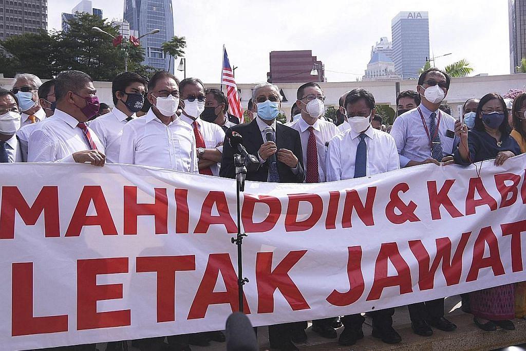 Pemimpin parti pembangkang M'sia berarak ke bangunan Parlimen
