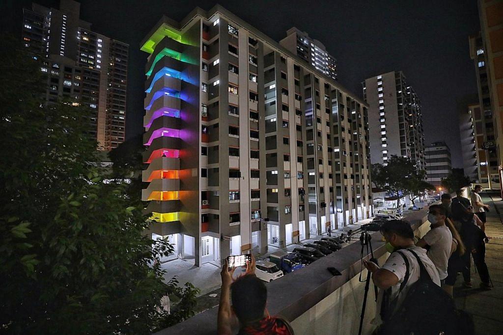 Blok bermandi cahaya pelangi sempena Hari Kesihatan Mental Sedunia