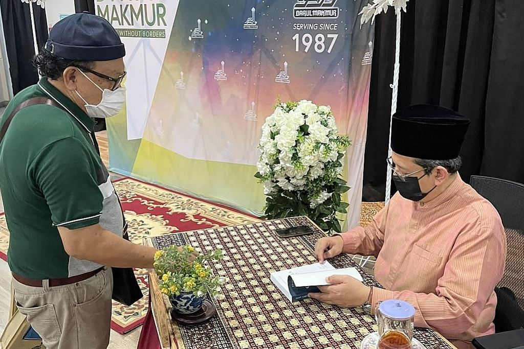 Buku 'Saat Cakerawala Bersujud' terus laris bagi kumpul dana peningkatan masjid